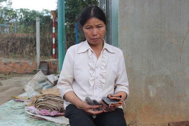 Người mẹ nghèo mong mỏi một phép màu giúp con trai khỏe lại và gia đình sẽ được bình yên từ đây