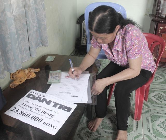 Chị Lương Thị Hương ký xác nhận