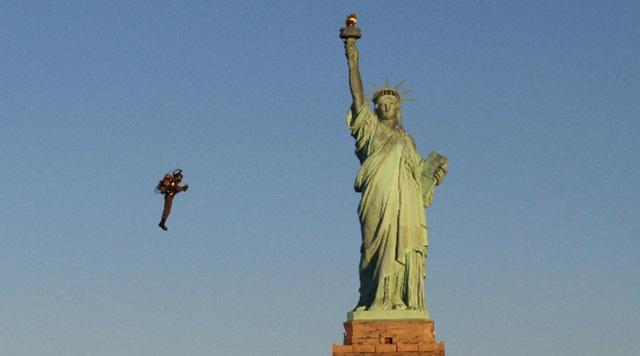 Người bay cất cánh ngoạn mục thăm Nữ thần Tự do - 3