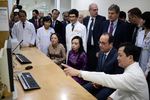 Sau khi rời Hà Nội, Tổng thống Hollande đã tới thăm thành phố Hồ Chí Minh. Sáng ngày 7/9, ông Hollande đã tới thăm Viện Tim, nơi được xem là biểu tượng lịch sử hợp tác y tế Pháp - Việt. (Ảnh: AFP)