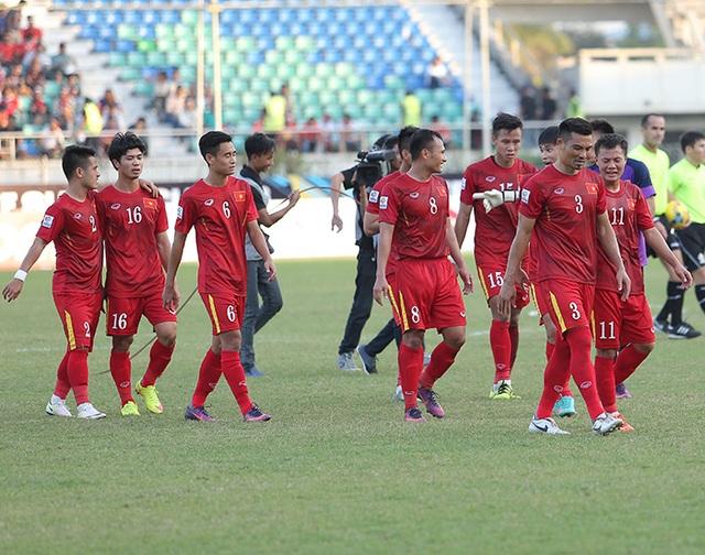 Nụ cười của các tuyển thủ Việt Nam sau khi đánh bại Malaysia