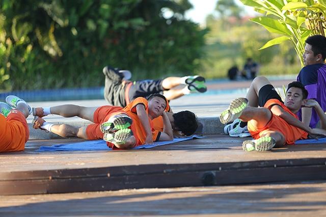 Tuyển thủ Việt Nam chạy bộ thư giãn ở khách sạn 5 sao - 8