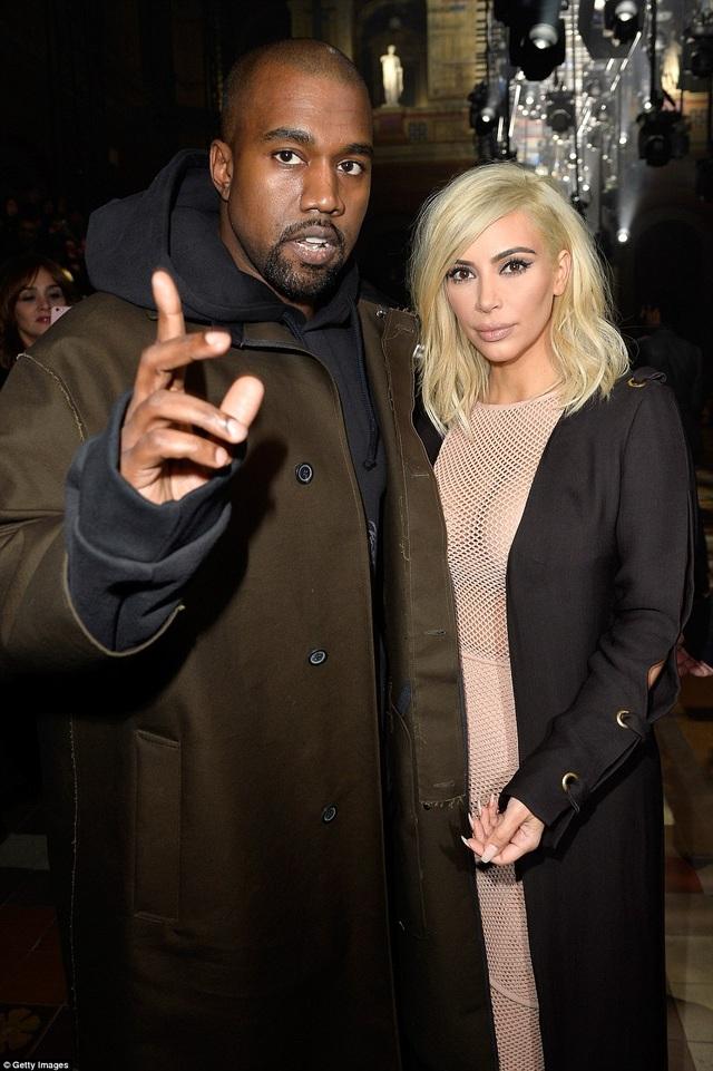 Đầu tuần này, trả lời phỏng vấn của báo giới, Kim đã gửi lời cảm ơn ông xã Kanye West đã có những tư vấn tuyệt vời giúp cô từ một ngôi sao giải trí đơn thuần trở thành một biểu tượng thời trang.