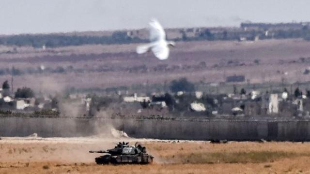 Xe tăng Thổ Nhĩ Kỳ tại biên giới Syria (Ảnh: AFP)
