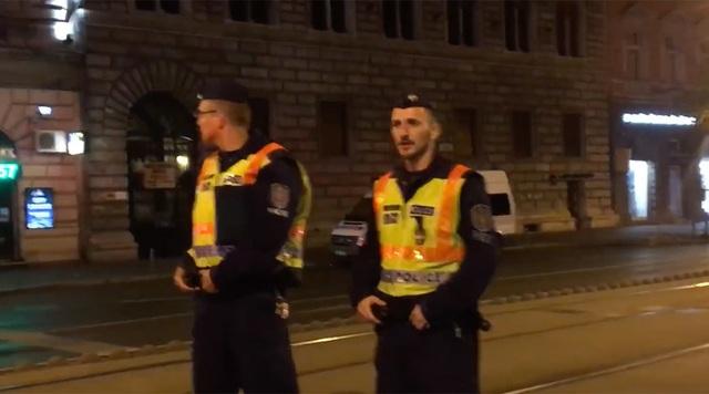 Các cảnh sát tại hiện trường vụ nổ (Ảnh: RT)