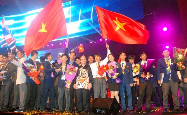 Đoàn Việt Nam tại Lễ bế mạc Kỳ thi tay nghề Asean lần thứ 11 tại Malaysia. (Ảnh: Phạm Tuấn)