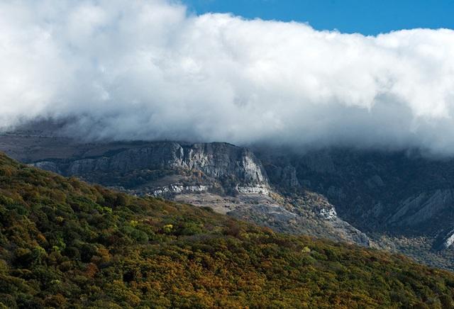 Phong cảnh thiên nhiên hùng vĩ gần ngôi làng Nizhnyaya Kutuzovka trên bán đảo Crimea.