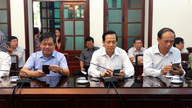 Bộ trưởng Đào Ngọc Dung (hàng đầu, giữa) nhắn tin ủng hộ đồng bào miền Trung.