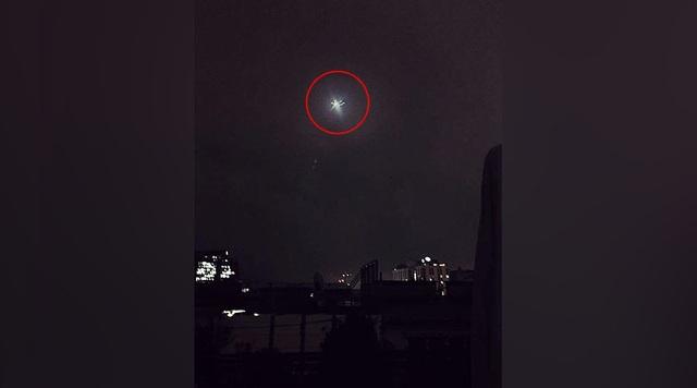 Xôn xao vật thể lạ nghi UFO xuất hiện trên bầu trời Áo - 1