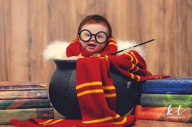 """Ngắm hình ảnh siêu dễ thương của """"em bé Harry Porter"""" - 1"""