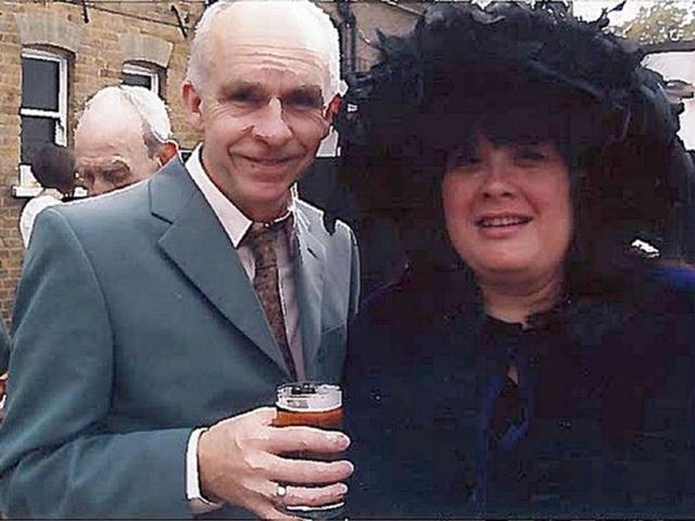 Nạn nhân Andrew Lane, 61 tuổi, và vợ