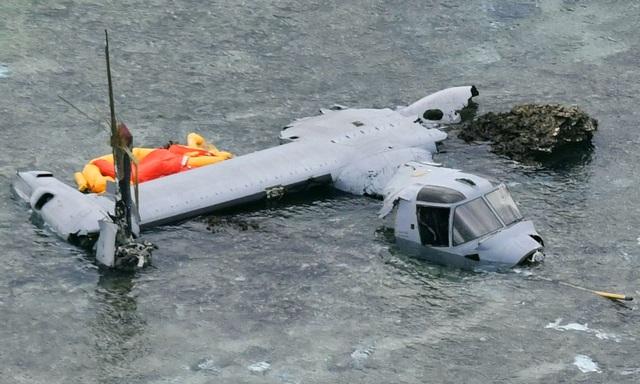 Trực thăng MV-22 Osprey rơi xuống biển trên đảo Okinawa và vỡ thành nhiểu mảnh (Ảnh: Reuters)