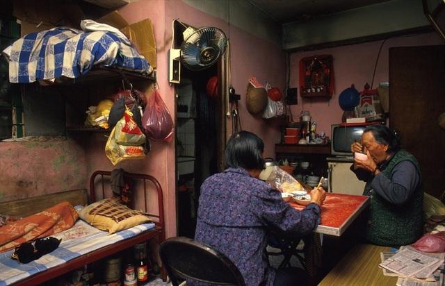 Bữa cơm trong gia đình thường chỉ có người già và trẻ nhỏ vì những người thanh niên thường làm việc cho đến khuya.
