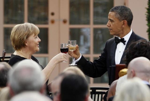 Từ các cuộc gặp thượng đỉnh tới các bữa tối riêng tư, ông Obama và bà Merkel đã cùng nhau giải quyết nhiều vấn đề của thế giới, như cuộc khủng hoảng tài chính toàn cầu, thương mại tự do và một thỏa thuận quốc tế nhằm chống lại biến đổi khí hậu. (Ảnh: Reuters)