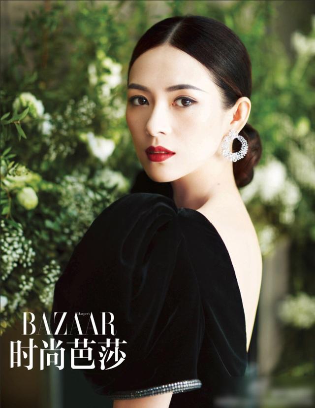 Chương Tử Di tin rằng, người phụ nữ chỉ thực sự xinh đẹp hay quyến rũ khi tự tin. Sau nhiều cuộc tình chóng vánh, Tử Di tìm thấy sự bình yên bên rocker từng ly dị Uông Phong.