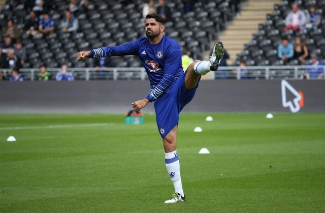 Costa khởi động trước giờ bóng lăn