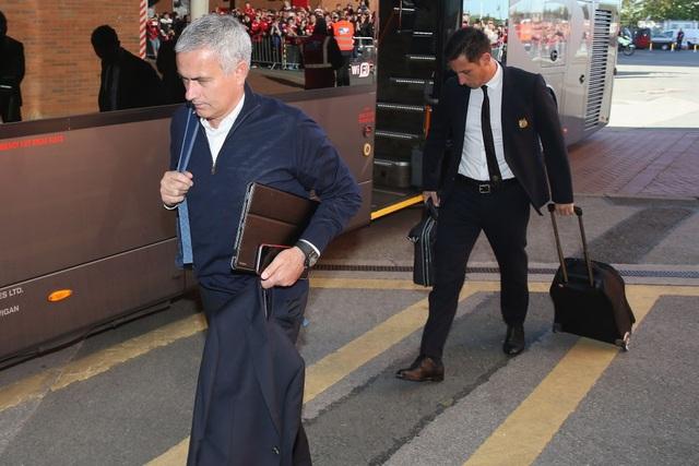 Mourinho và các học trò tới Old Trafford, đội bóng thành Manchester đang hướng tới trận thắng thứ bốn liên tiếp