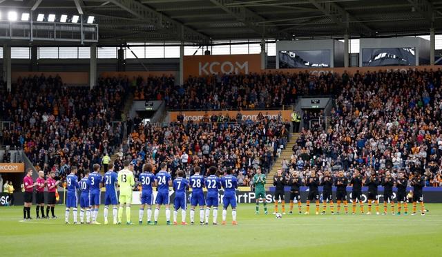 Hai đội bóng dành một phút tưởng niệm cho Megan Alice Pratt, một người hâm mộ của Hull City đã qua đời ở tuổi 13 do căn bệnh ung thư