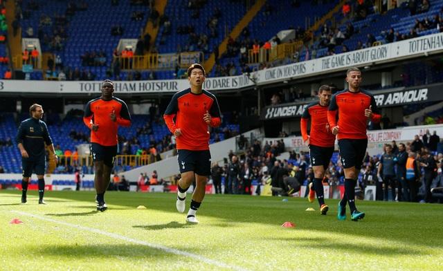 Tottenham được thi đấu trên sân nhà và tràn đầy hứng khởi sau khi thắng CSKA Moscow trên sân khách tại Champions League vào giữa tuần. Son Heung Min (giữa) tiếp tục được Pochettino xếp đá tiền đạo cắm