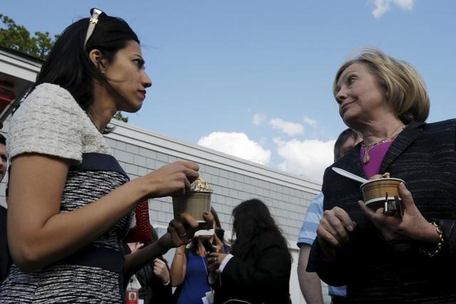 Trước đó, Abedin là Phó chánh văn phòng của của Ngoại trưởng Clinton từ 2009-2013.