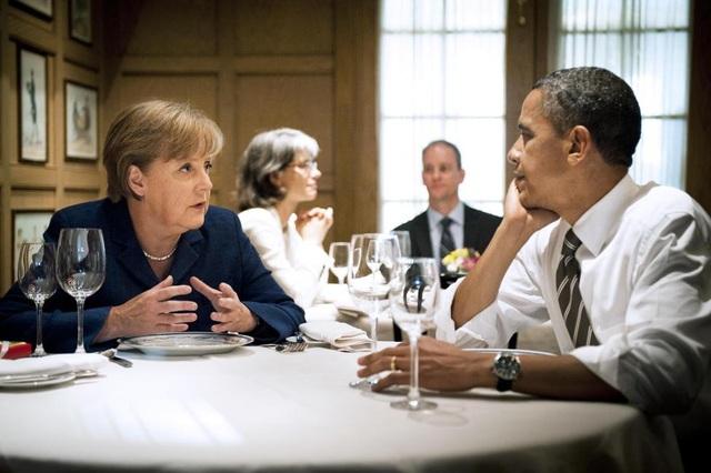 Bà Merkel trò chuyện với ông Obama trong bữa tối riêng tư tại một nhà hàng ở thủ đô Washington năm 2011. (Ảnh: Reuters)