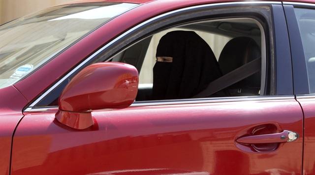 Ả-rập Saudi hiện là quốc gia duy nhất trên thế giới cấm phụ nữ lái ô tô. Tuy nhiên, hôm 30/11, Hoàng tử Al-Waleed bin Talal đã thể hiện quan điểm ủng hộ quyền lái xe của phụ nữ. Ông chia sẻ trên Twitter rằng: Hãy dừng tranh cãi! Đã đến lúc để cho phụ nữ được lái xe.