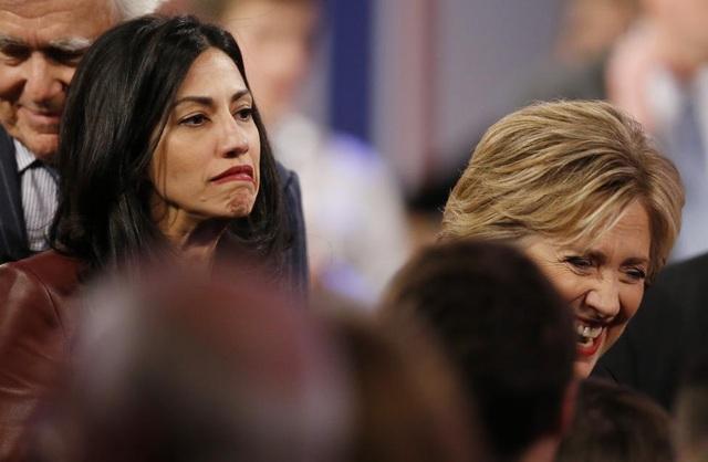 Vào năm 2000, Abedin chính thức trở thành trợ lý và cố vấn cá nhân của bà Clinton trong chiến dịch tranh cử thành công vào Thượng viện của bà.
