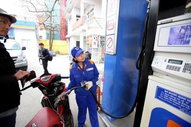 Giá xăng dầu đồng loạt tăng mạnh từ 15h chiều nay - 1