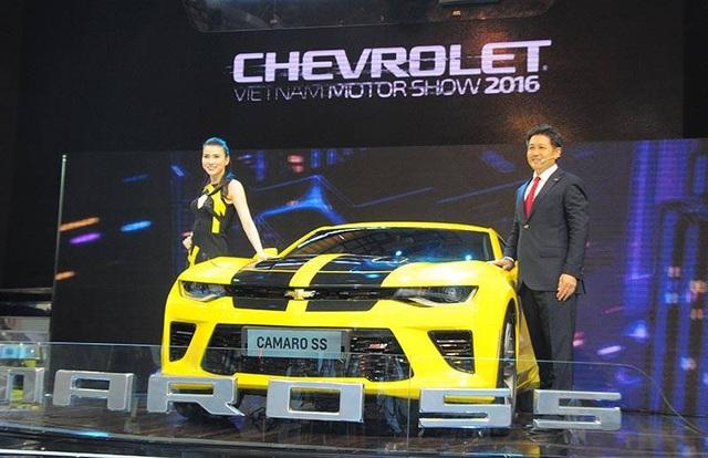 Camaro SS 2016 được trang bị động cơ 6.2L V8 - linh hồn của các dòng xe đua thương hiệu Chevrolet - kết hợp với hộp số tự động 8 cấp. Động cơ sản sinh công suất tối đa 455 mã lực và mô men xoắn cực đại 617 Nm, tạo nên thế hệ Camaro SS mạnh mẽ nhất từ trước đến nay.