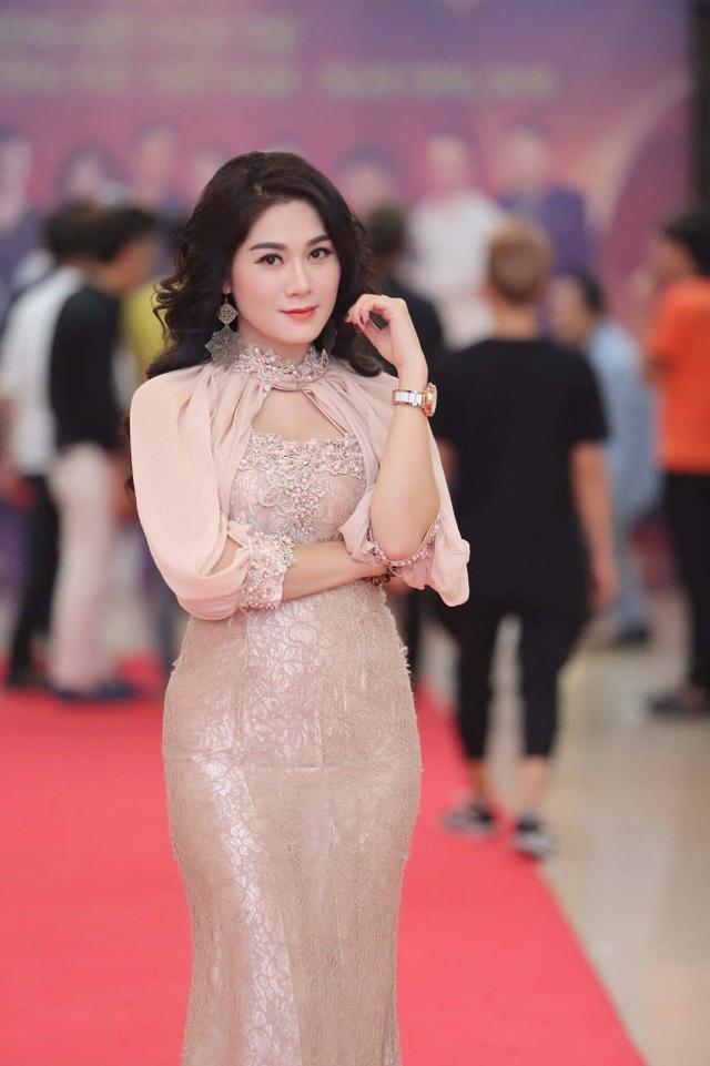 Thu Trang có giọng hát ngọt ngào, cách biểu diễn lôi cuốn khiến khán giả chìm vào trong câu chuyện.