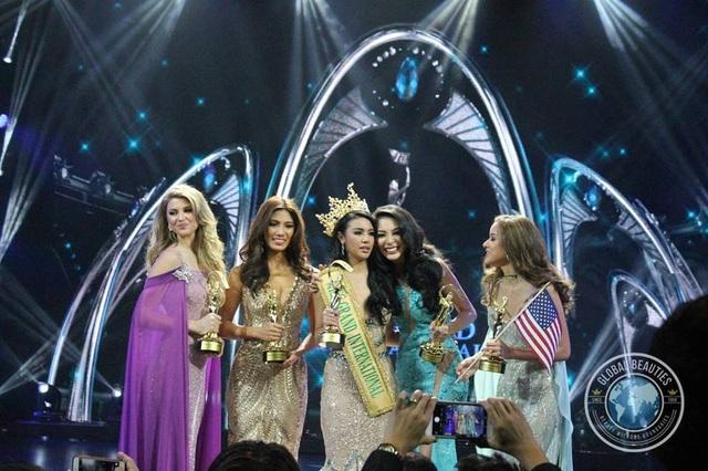 Phút đăng quang của hoa hậu Ariska Putri