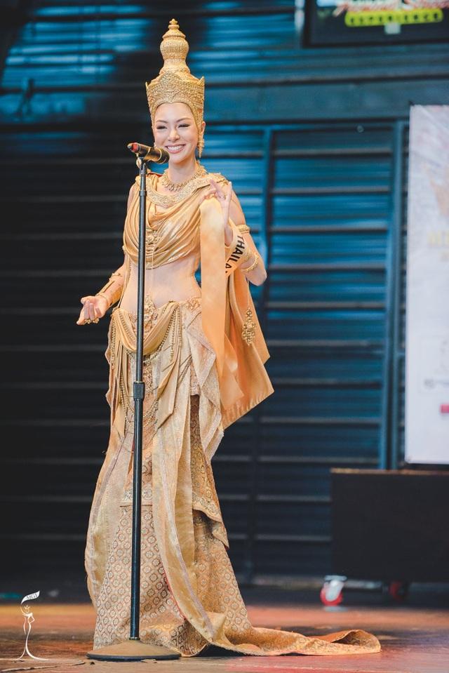 Nguyễn Thị Loan lọt top 10 thí sinh mặc trang phục dân tộc đẹp nhất - 5