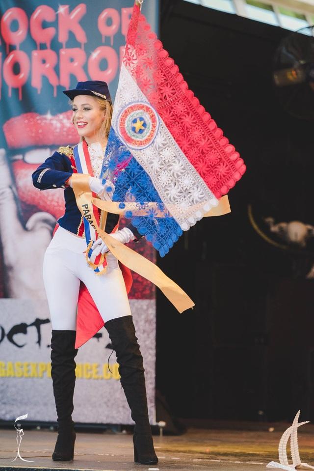 Nguyễn Thị Loan lọt top 10 thí sinh mặc trang phục dân tộc đẹp nhất - 3