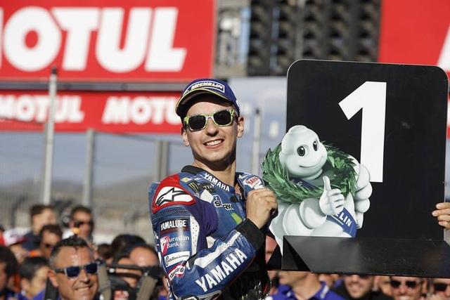 Jorge Lorenzo chiến thắng trong ngày chia tay Yamaha - 8