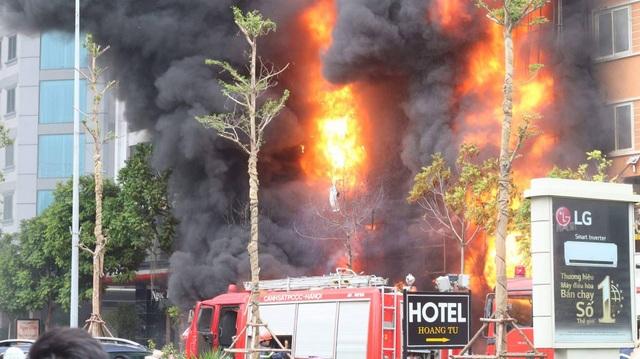 Hà Nội: 13 người tử vong trong vụ cháy quán karaoke - 11