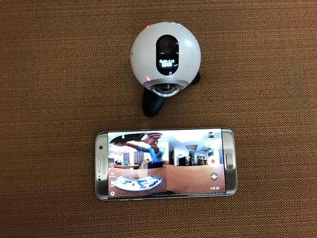 Gear 360 kết nối và hoạt động rất mượt mà trên Samsung Galaxy S7 edge