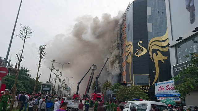 Hà Nội: 13 người tử vong trong vụ cháy quán karaoke - 16