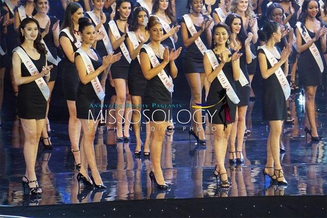 117 thí sinh tham dự cuộc thi Hoa hậu Thế giới 2016 tập trung trên sân khấu để chào khán giả. Ngay sau đó, top 20 thí sinh của cuộc thi đã được hé lộ.