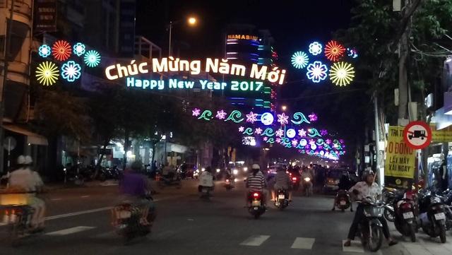Đường phố Nha Trang trang hoàng đón xuân. (Ảnh: Viết Hảo)