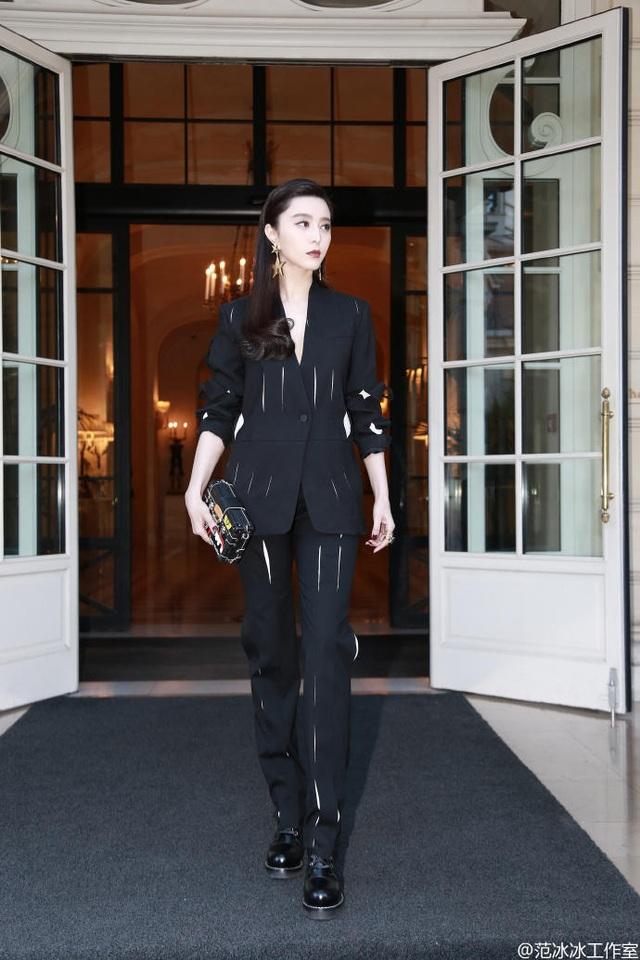 Phạm Băng Băng là một trong những ngôi sao châu Á gây ấn tượng mạnh mẽ với giới truyền thông quốc tế khi tham dự tuần lễ thời trang Paris.