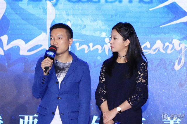 Nhiều bạn bè thân thiết của Triệu Vy như Trần Khôn, Huỳnh Hiểu Minh, Hồ Ca... đều tình nguyện giúp đỡ quỹ từ thiện của Triệu Vy. Cùng với những doanh nhân khác tại Trung Quốc, quỹ từ thiện mang tên V Love của Triệu Vy đã kêu gọi được hơn 16 triệu nhân dân tệ.