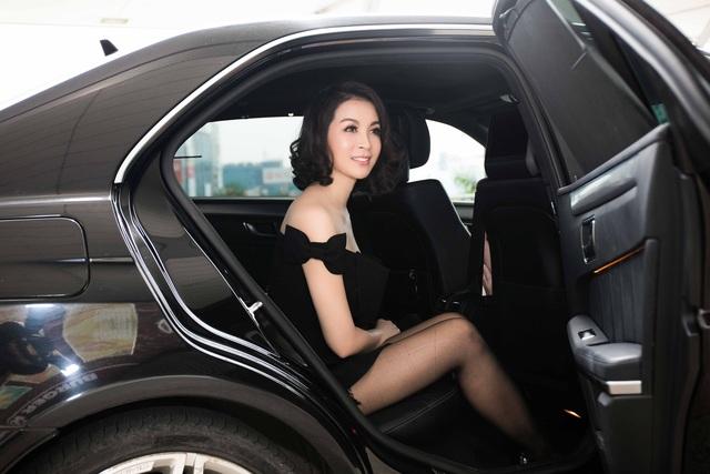 Thanh Mai là một trong những người đẹp không tuổi của showbiz Việt. Năm nay đã 43 tuổi nhưng cô vẫn giữ được gương mặt thanh tú không nếp nhăn, vóc dáng mảnh mai cao ráo