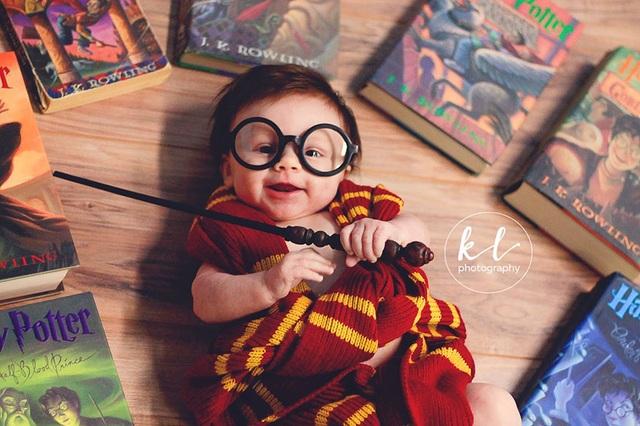 """Ngắm hình ảnh siêu dễ thương của """"em bé Harry Porter"""" - 2"""