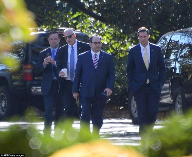 Các trợ lý chủ chốt của ông Trump cũng có mặt tại Nhà Trắng. (Ảnh: AFP)