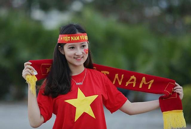 Tiết lộ bất ngờ về fan nữ đẹp lai Tây tại AFF cup 2016 - 2
