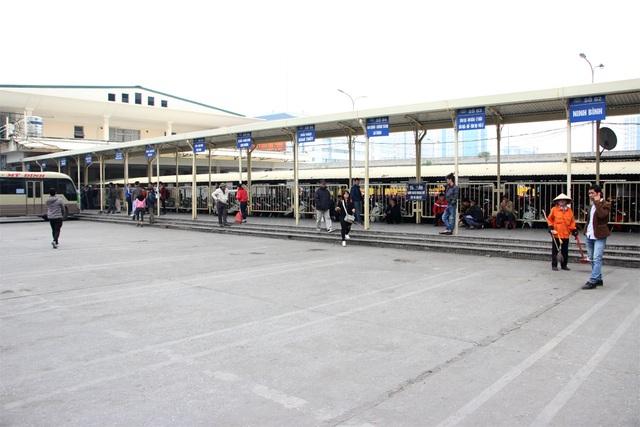 Hàng loạt xe khách bất ngờ ngừng phục vụ hành khách tại bến xe Mỹ Đình
