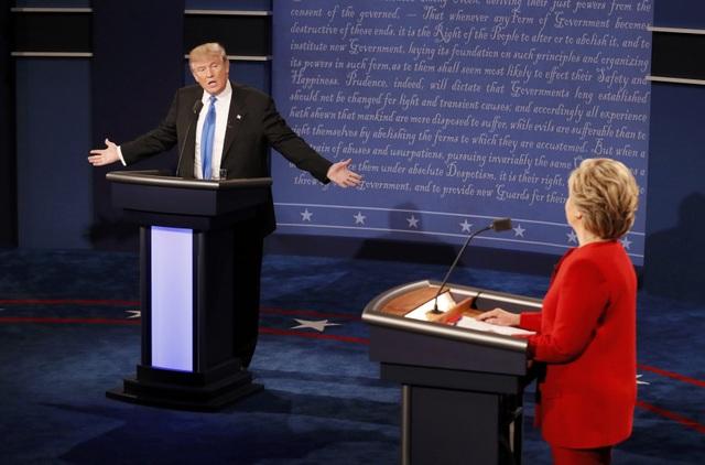 Hai ứng viên trong cuộc tranh luận (Ảnh: Reuters)