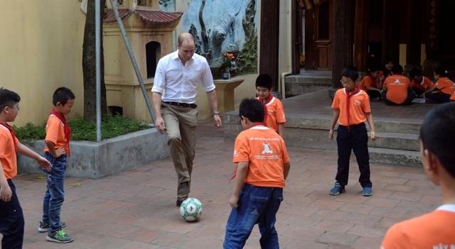 Hoàng tử Anh tỏ ra hào hứng với hoạt động thể thao ngoài trời. (Ảnh: Reuters)