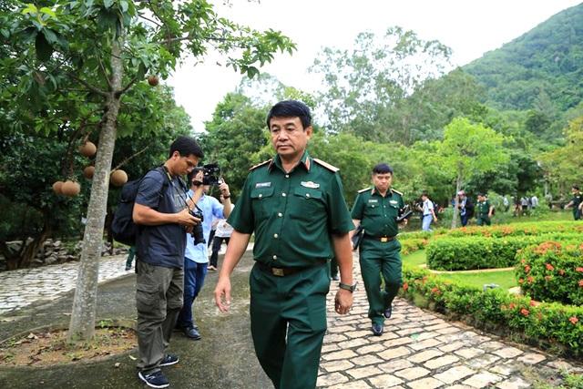 Thượng tướng Võ Văn Tuấn yêu cầu lực lượng cứu hộ chuẩn bị thật tốt trước khi tiếp cận hiện trường.
