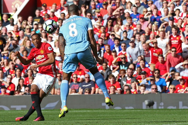 Tiền đạo người Pháp Martial nhanh chóng đặt dấu ấn với bàn thắng mở tỉ số